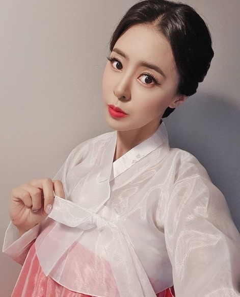 韩国最美车模爆红ins,因身材丰腴惹争议 明星图片 第8张